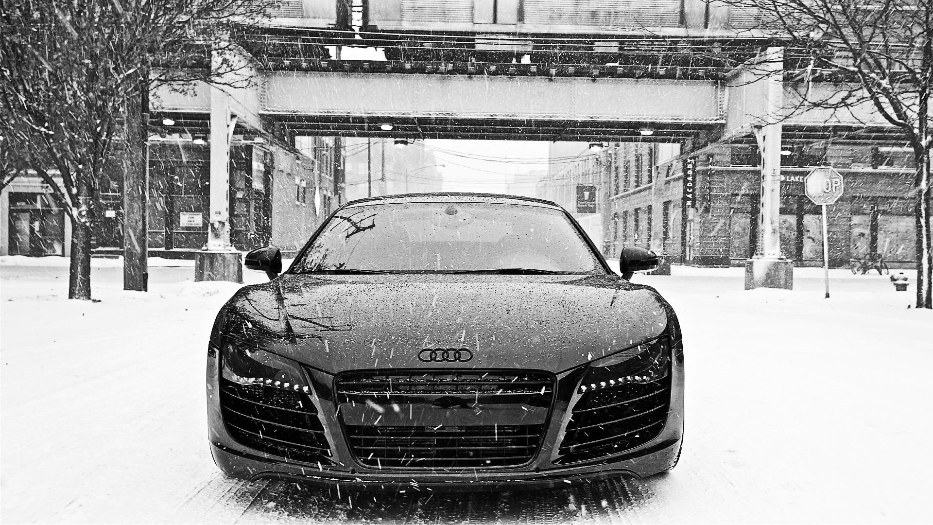 Полный привод Quattro: Audi A4 в грязи и Audi R8 на снегу