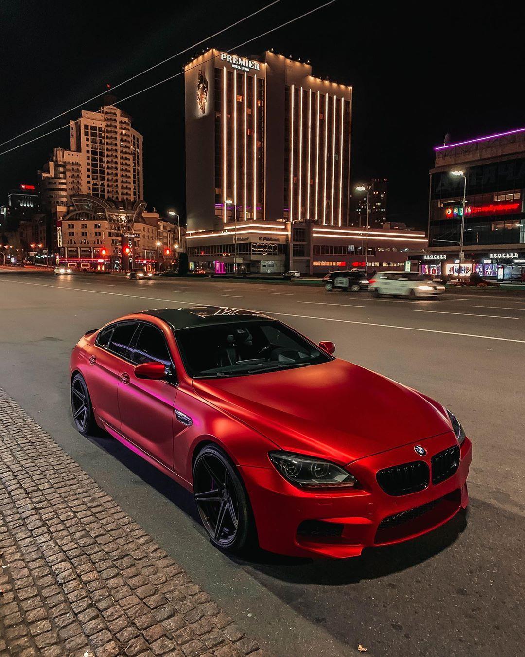 Дьявольская BMW M6 Gran Coupe на фоне ночного Киева