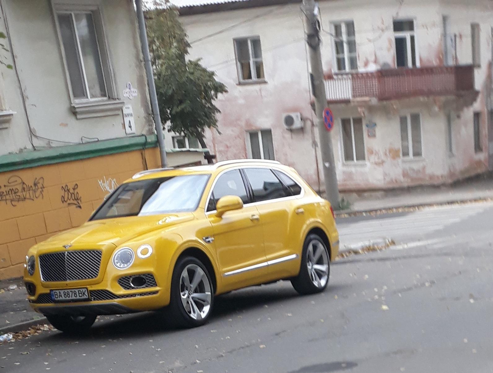 Дорогой внедорожник Bentley засветился в областном центре