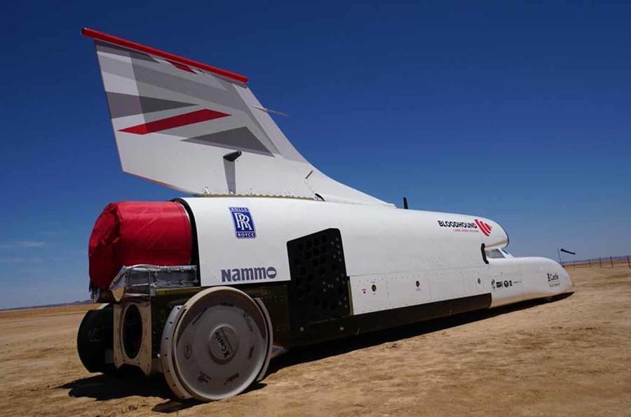 Самый быстрый авто в мире впервые испытали в пустыне (видео)