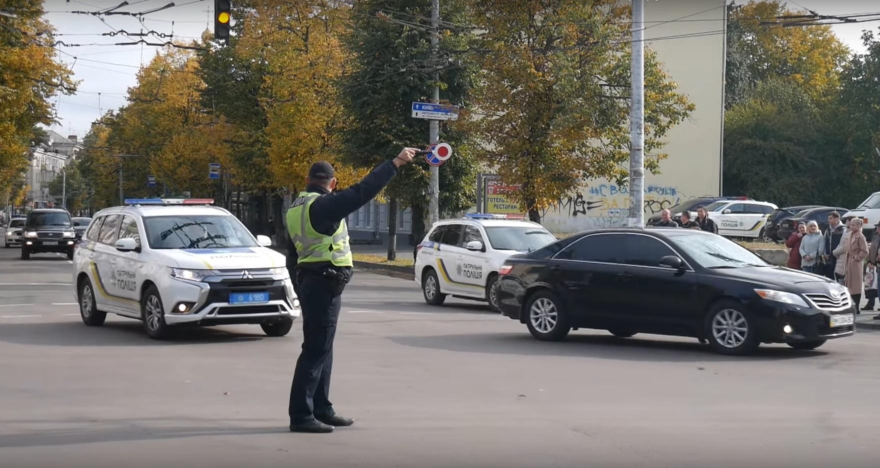 В соцсетях обсуждают кортеж Зеленского и Лукашенко из 30 авто (видео)
