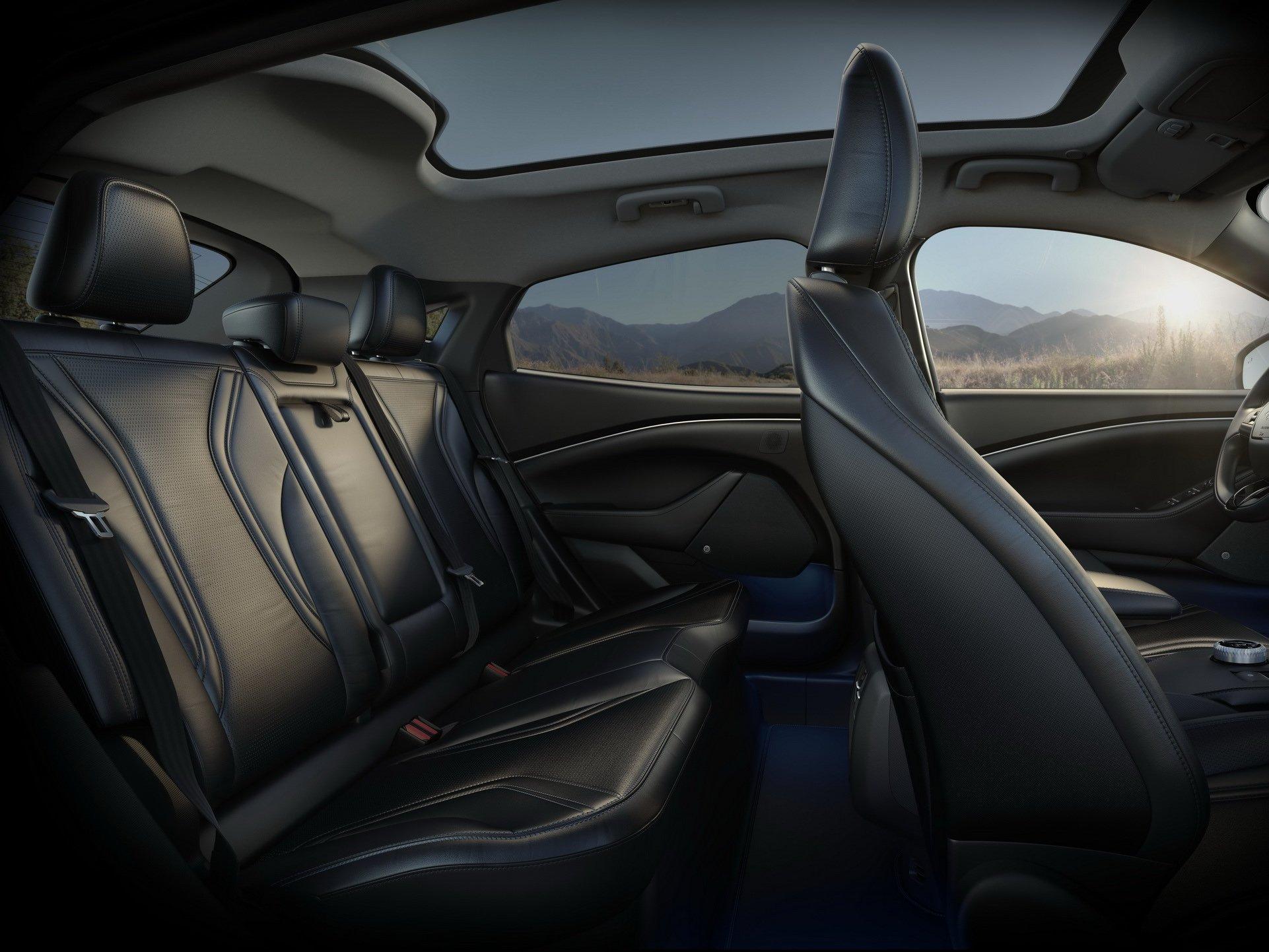 Электрокроссовер Ford Mustang Mach-E станет головной болью для Теслы