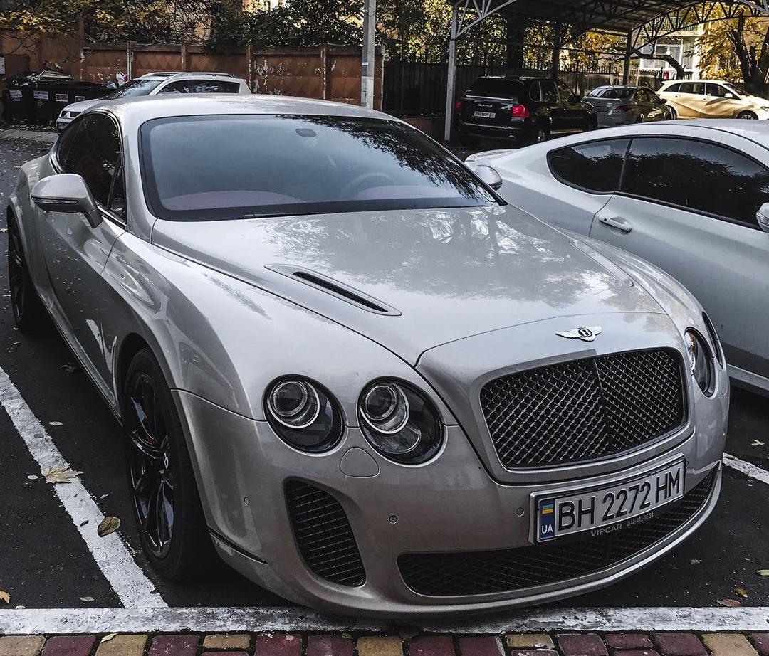 В Украине засняли редчайшее заряженное купе Bentley