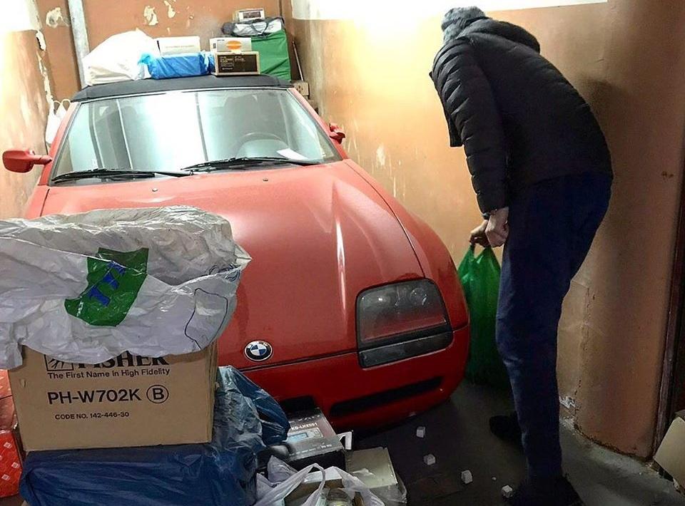 В Украине обнаружен заброшенным редчайший спорткар BMW