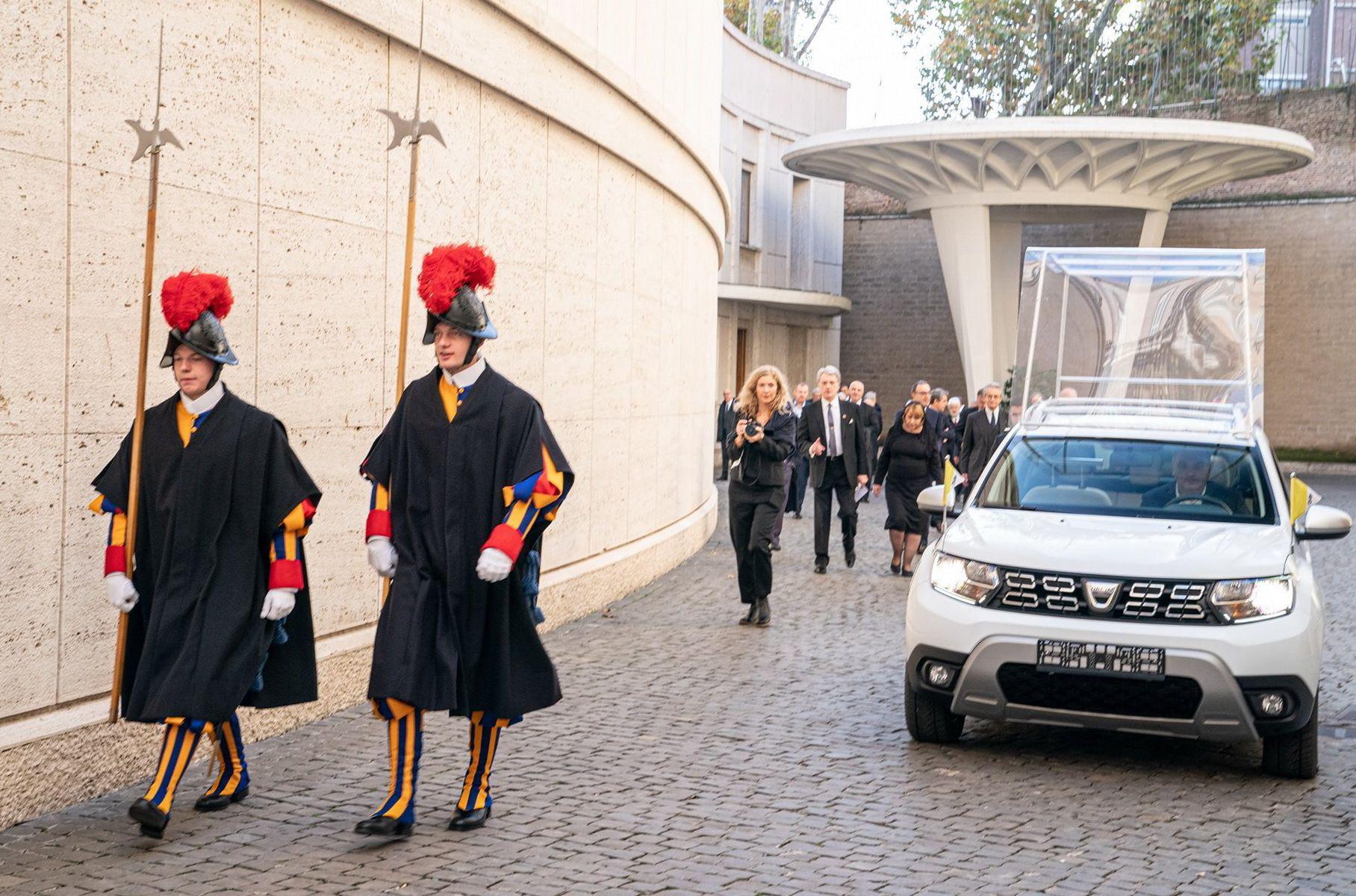 Вот это поворот: Папа Римский пересядет на новый Дастер