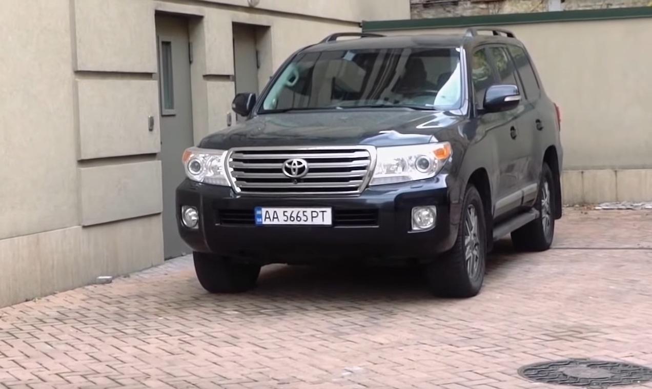 Журналисты обнаружили неслабый автопарк Дубинского (видео)