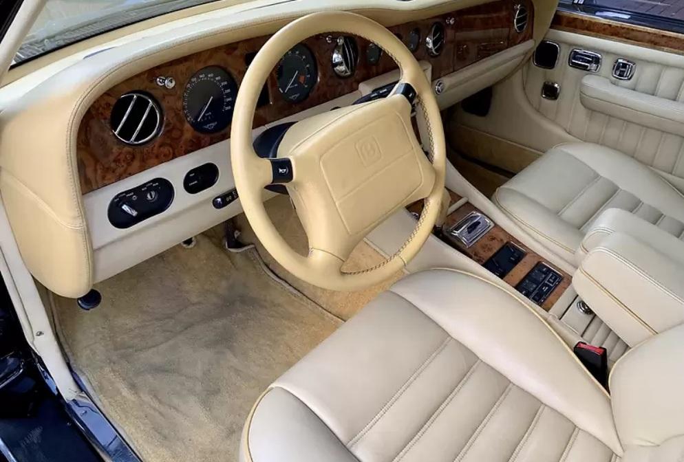 В Украине продают Bentley в отличном состоянии по цене Toyota Camry
