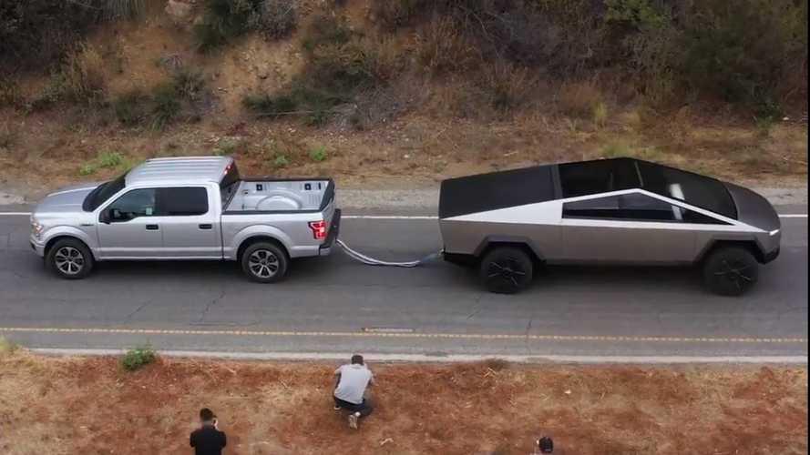 Пикапы Tesla и Ford сразились в перетягивании каната (видео)