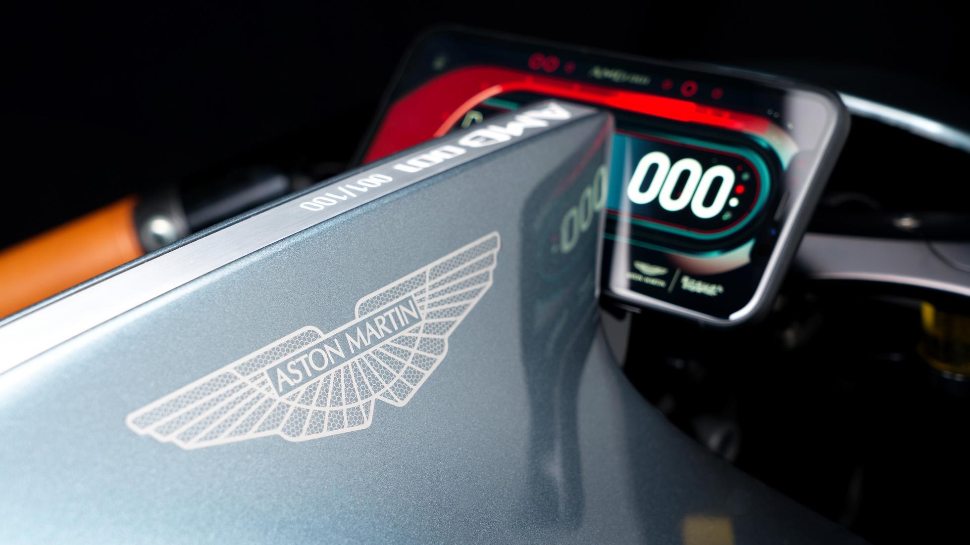 Мир перевернулся: Aston Martin показал спортбайк по цене Porsche 911