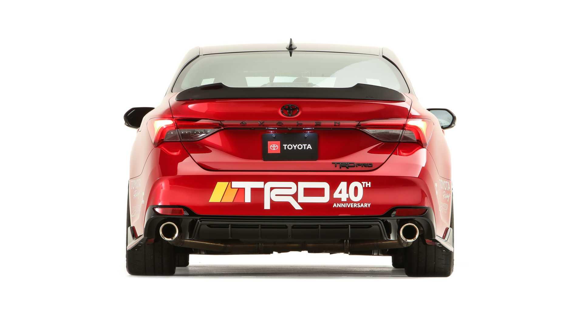 Яркий юбилейный тюнинг Toyota Avalon от TRD