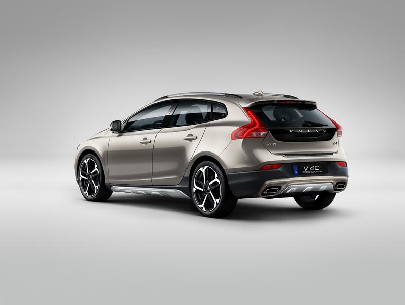 Volvo V40 — славный малый универсал или просторный и практичный хэтчбек?