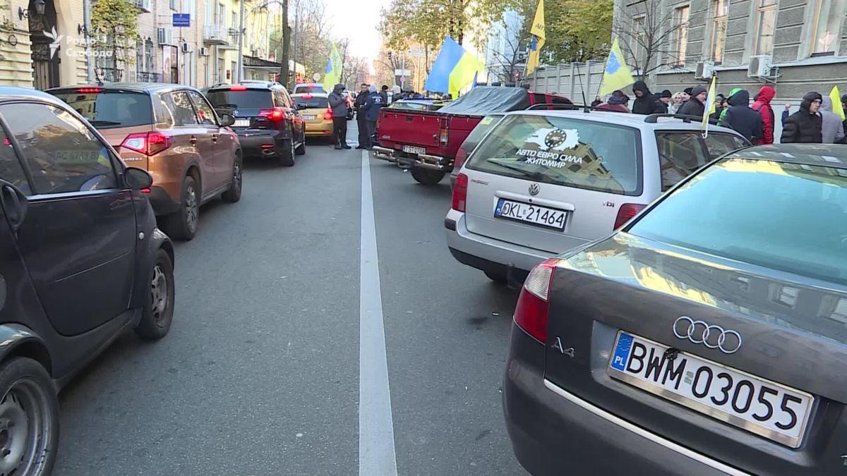 Шо, опять? Депутаты вновь отложили штрафы за авто на еврономерах