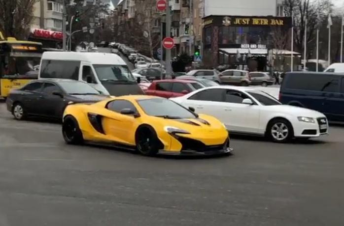 В разгар зимы в Киеве засветился суперкар McLaren
