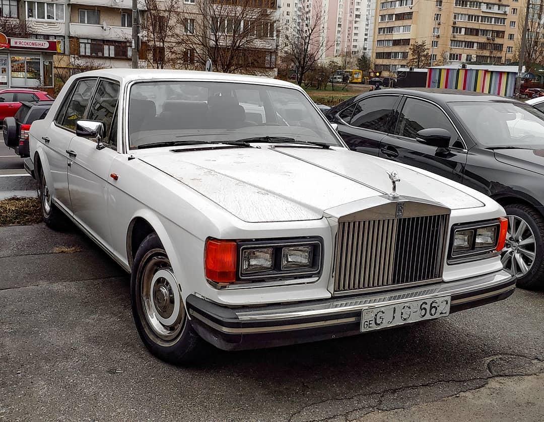 В Киеве замечен редкий 30-летний Rolls-Royce на иностранной регистрации