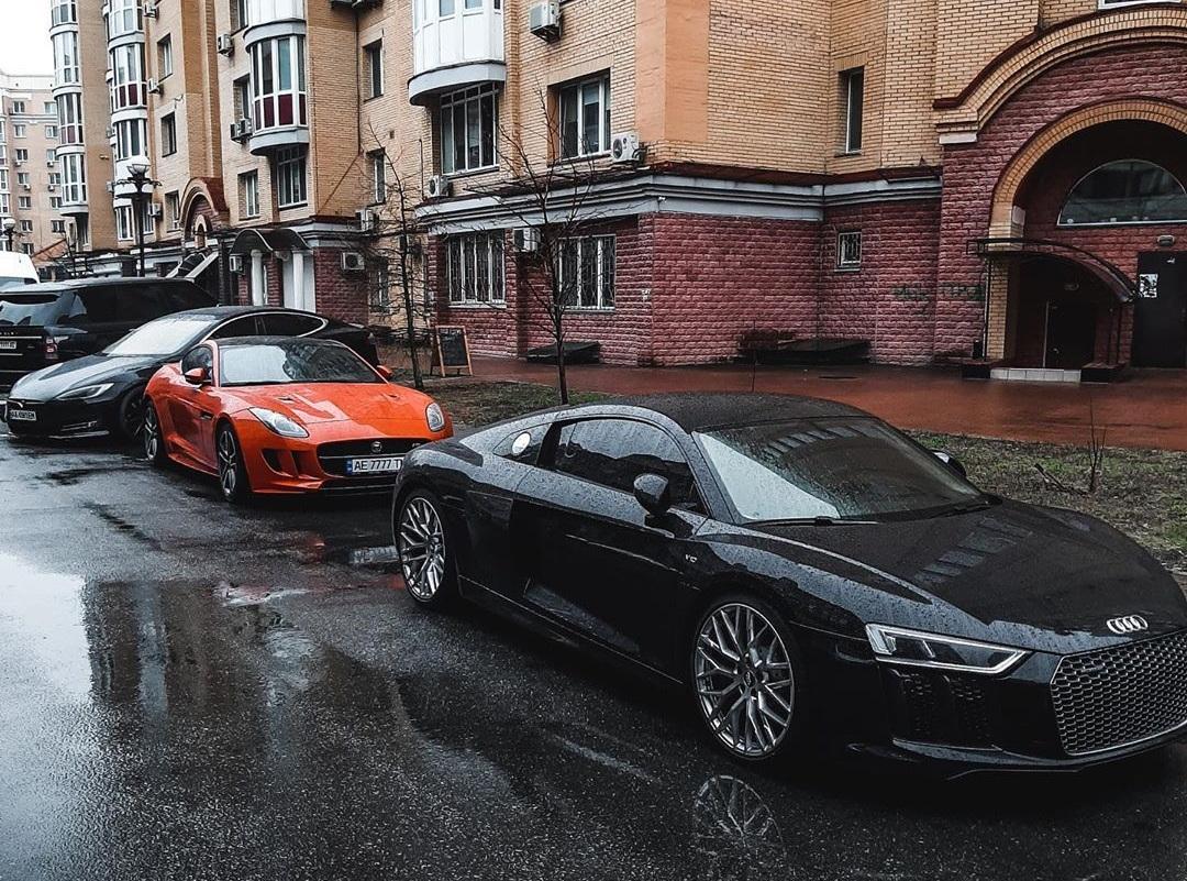 Новость одной картинкой: парковка на полмиллиона долларов в Киеве