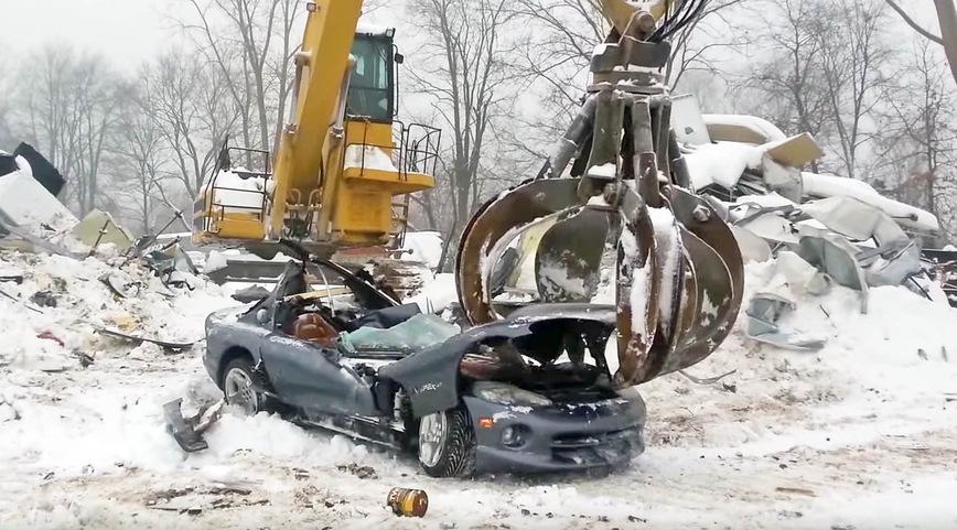 Мужские слезы: редчайшие Dodge Viper пустили под пресс (видео)