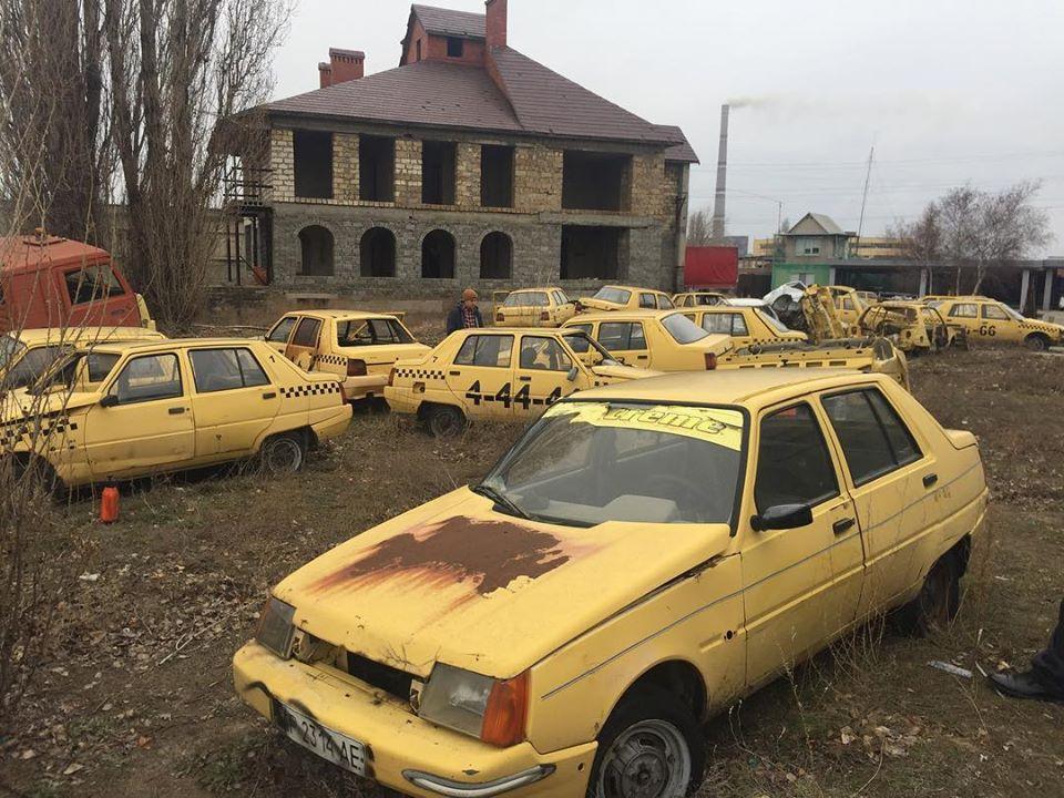 Появились фото кладбища ЗАЗов в Запорожской области