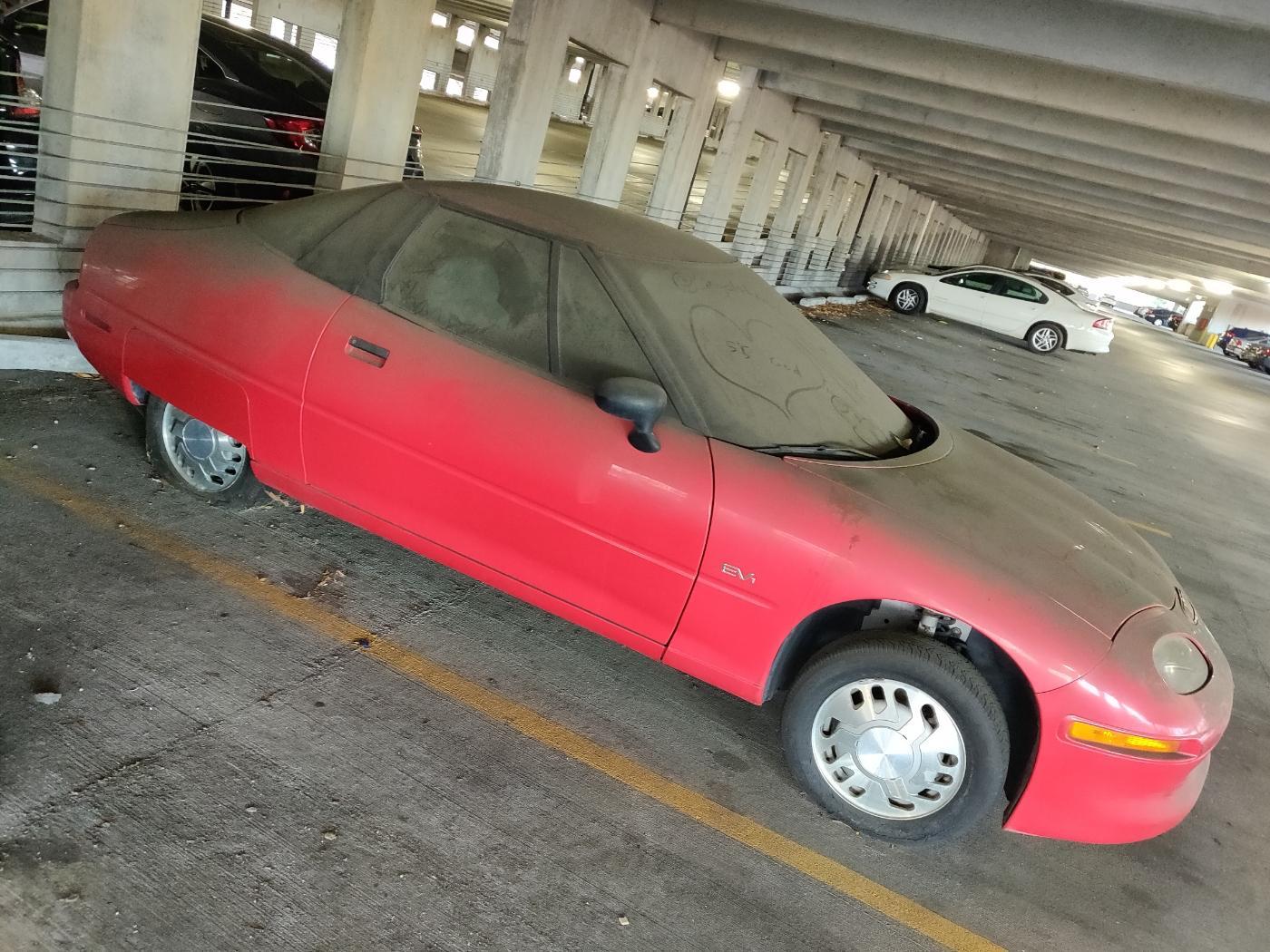Редчайший 20-летний электрокар обнаружен заброшенным на паркинге