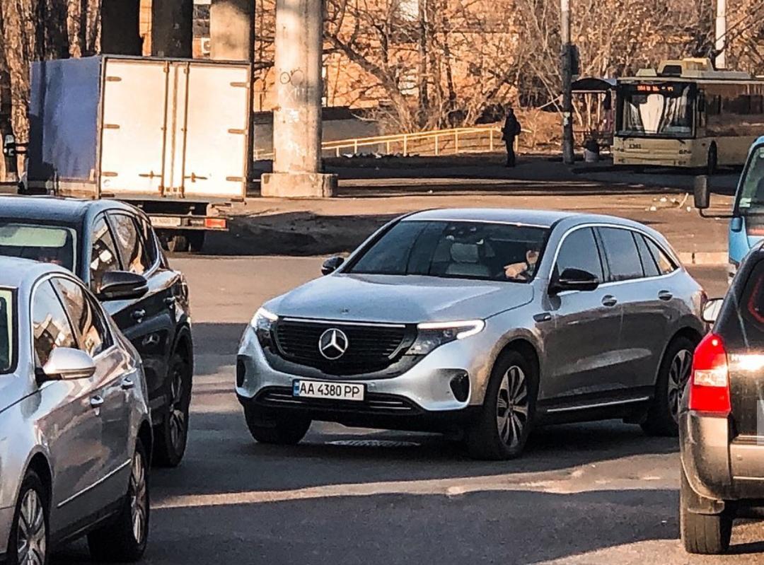 В Украине появился первый электрокроссовер Mercedes EQC