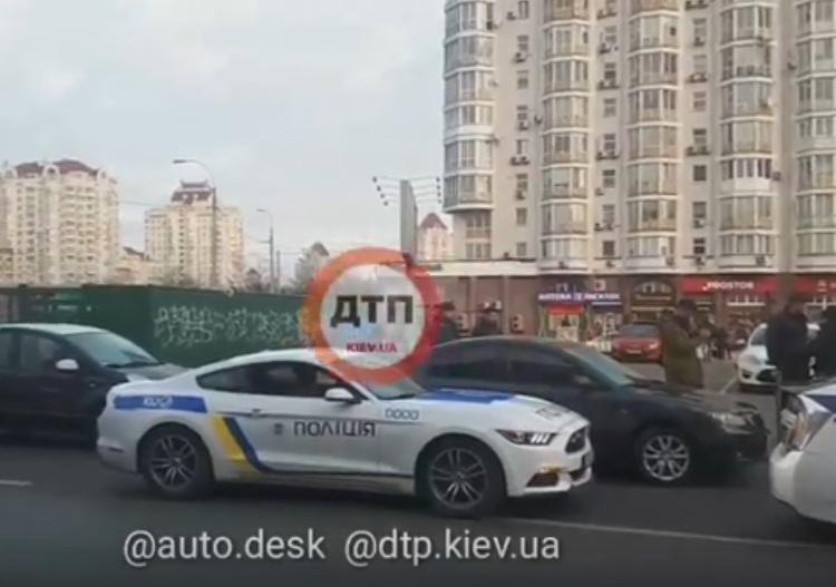 Полицейские разборки: в Киеве задержали патрульный Ford Mustang (видео)