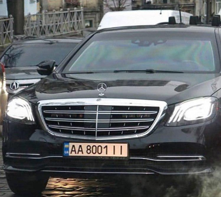 В Киеве засветился новый авто президента с кортежем