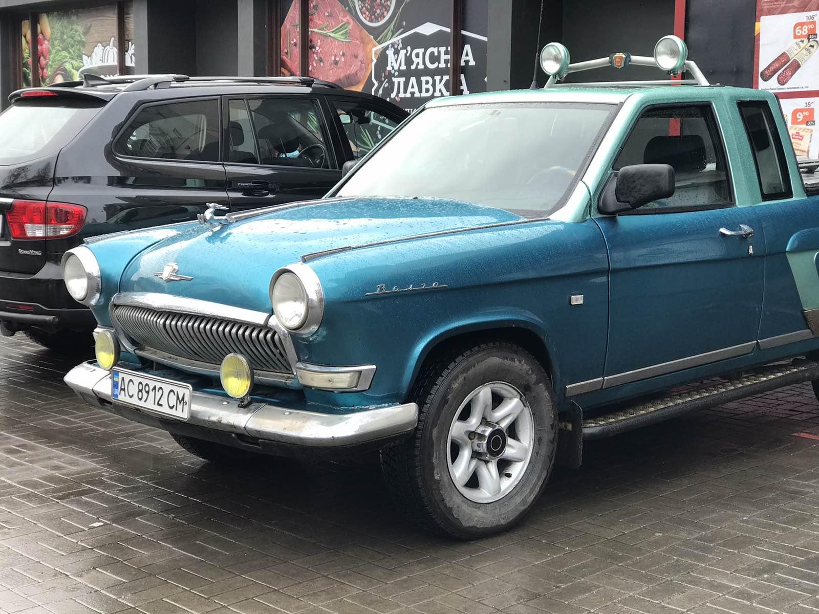 Украинцы построили яркий пикап Волга ГАЗ-21