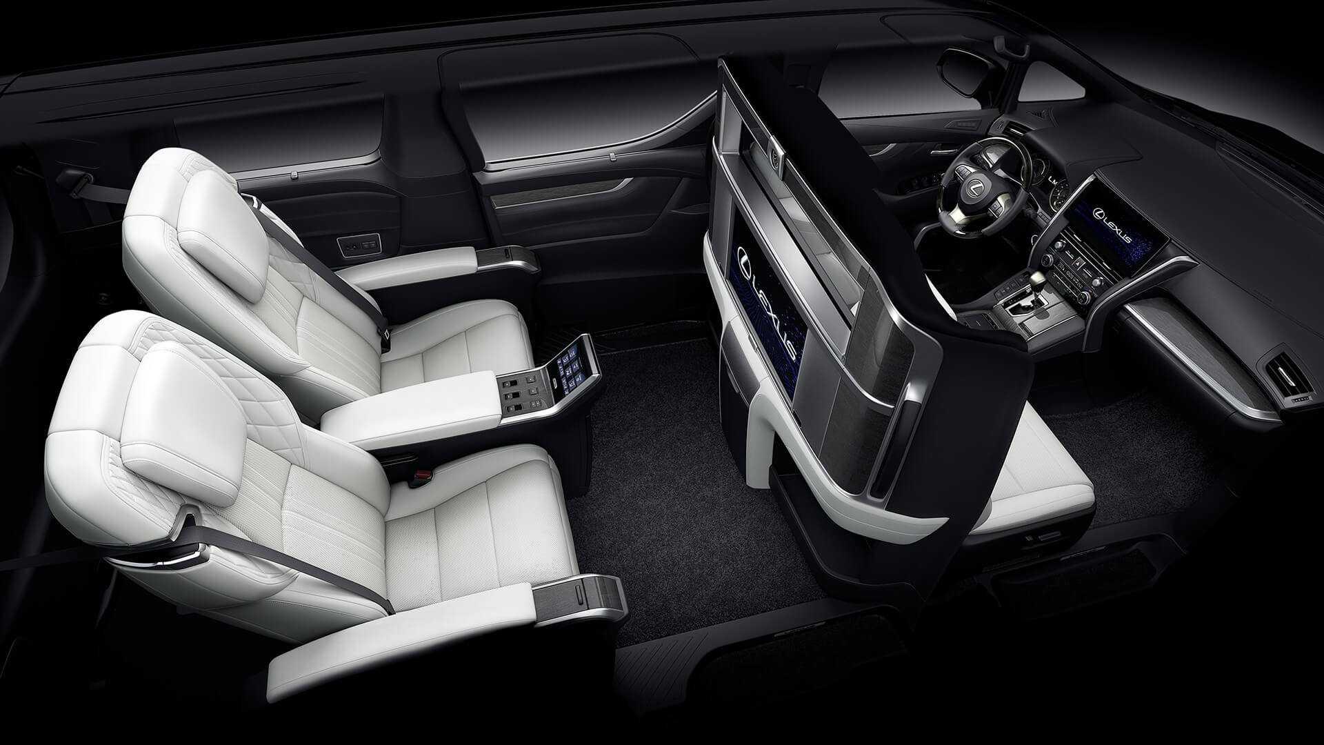 Минивэн Lexus LM оценили как два внедорожника LX570