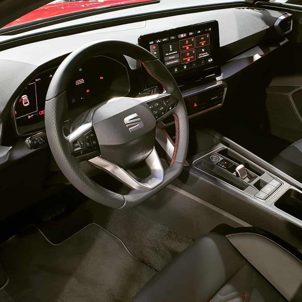 Новый Seat Leon 2020: живые фото и все подробности