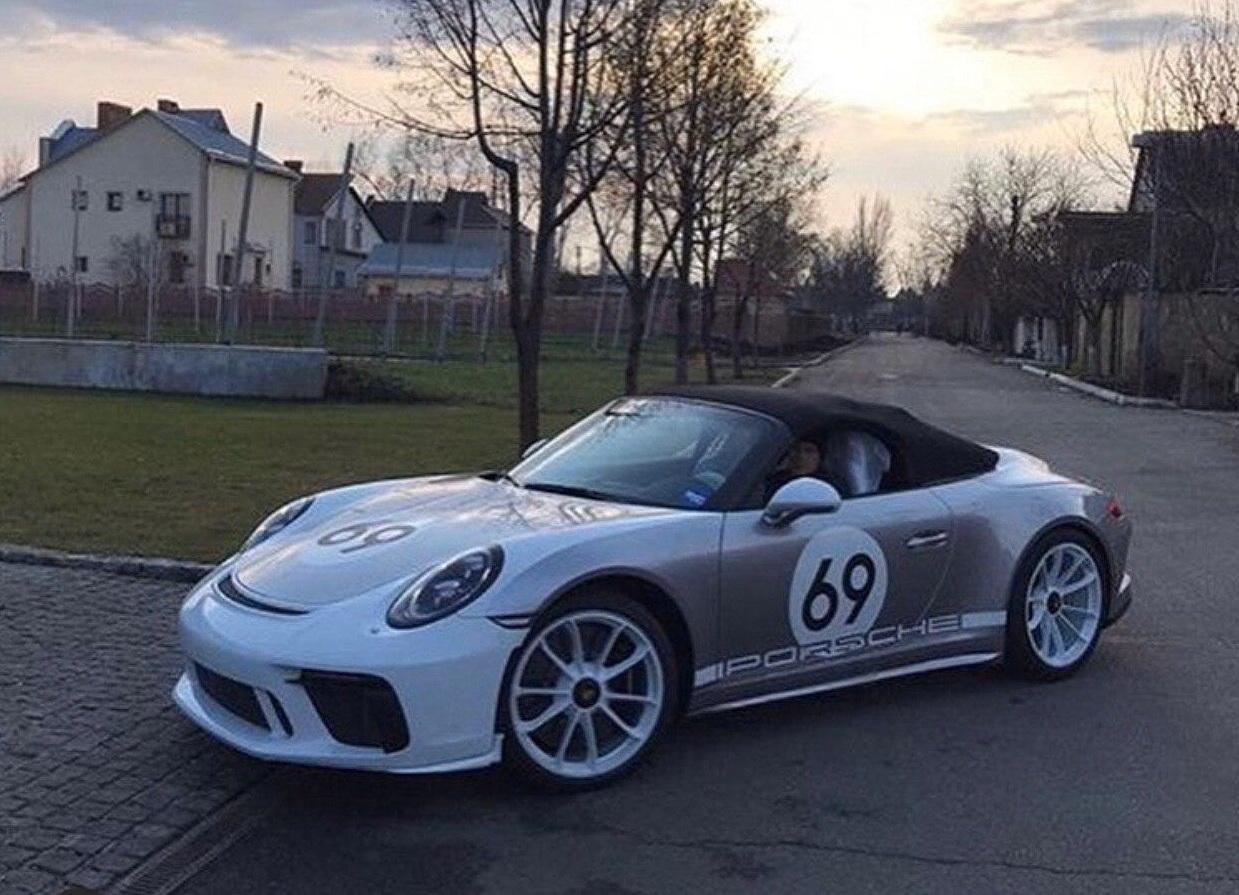 В Украине появился новейший спорткар Porsche лимитированной серии