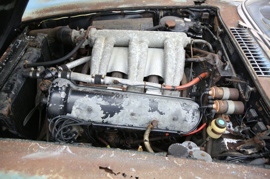 Старый ржавый Mercedes продают по цене двух Rolls-Royce Cullinan