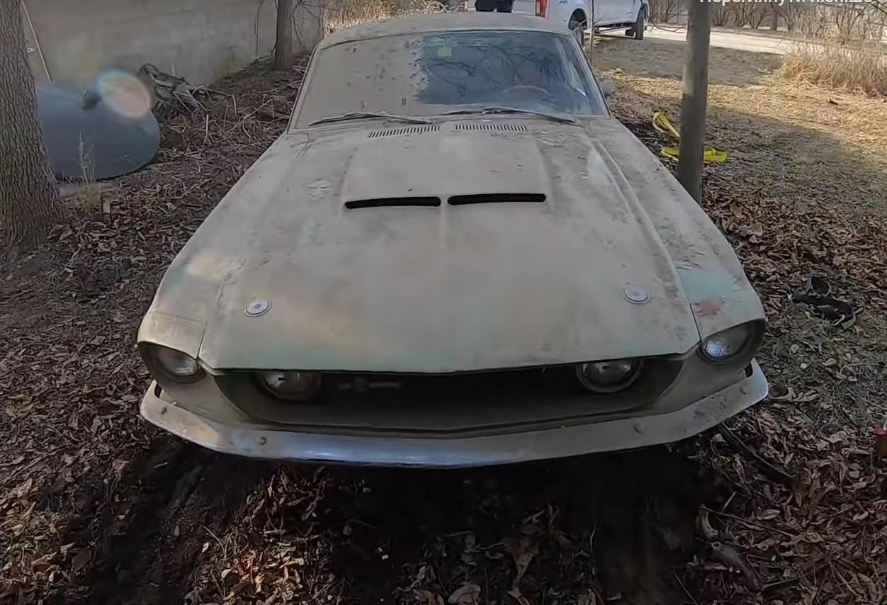 Культовый заряженный Ford Mustang 45 лет простоял в заброшенном гараже