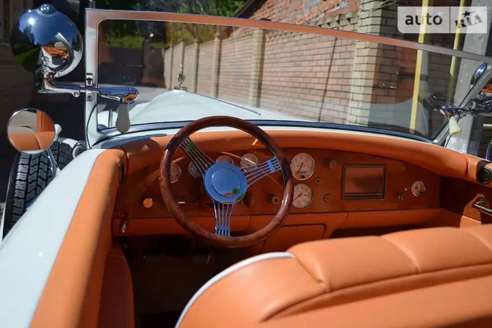В Украине выставили на продажу старинный авто по цене новой Ferrari