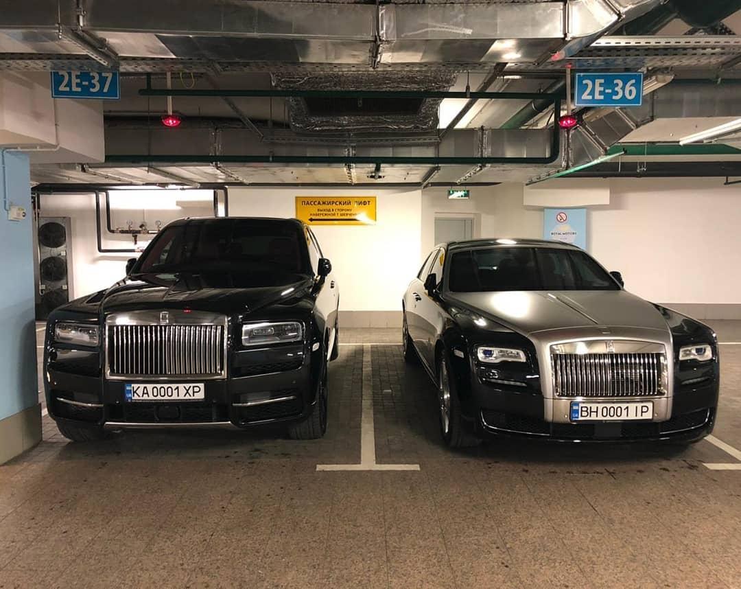 Картина маслом: украинские Rolls-Royce на элитной заграничной парковке