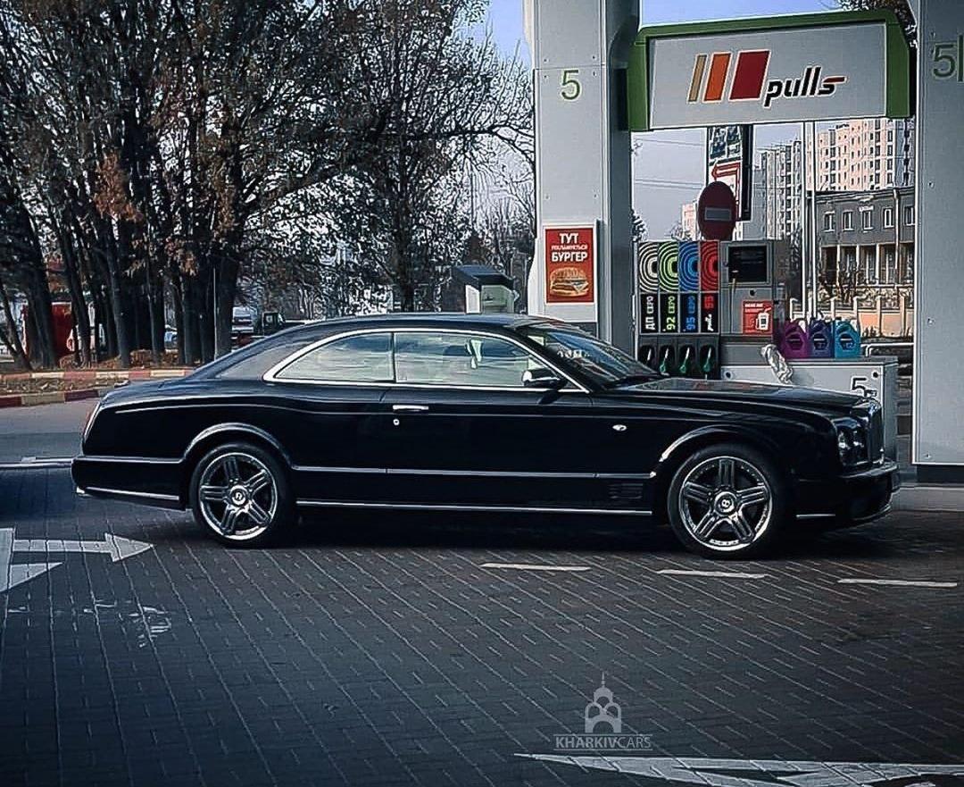 В Украине засветилось очень редкое и роскошное купе Bentley