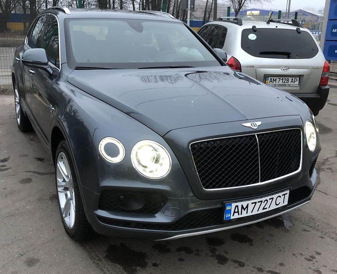 Хорошо живем: внедорожники Bentley и Rolls-Royce заполонили даже отдаленные уголки Украины