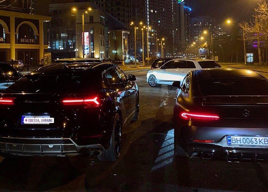 В Украине заметили элитный кроссовер Lamborghini на еврономерах