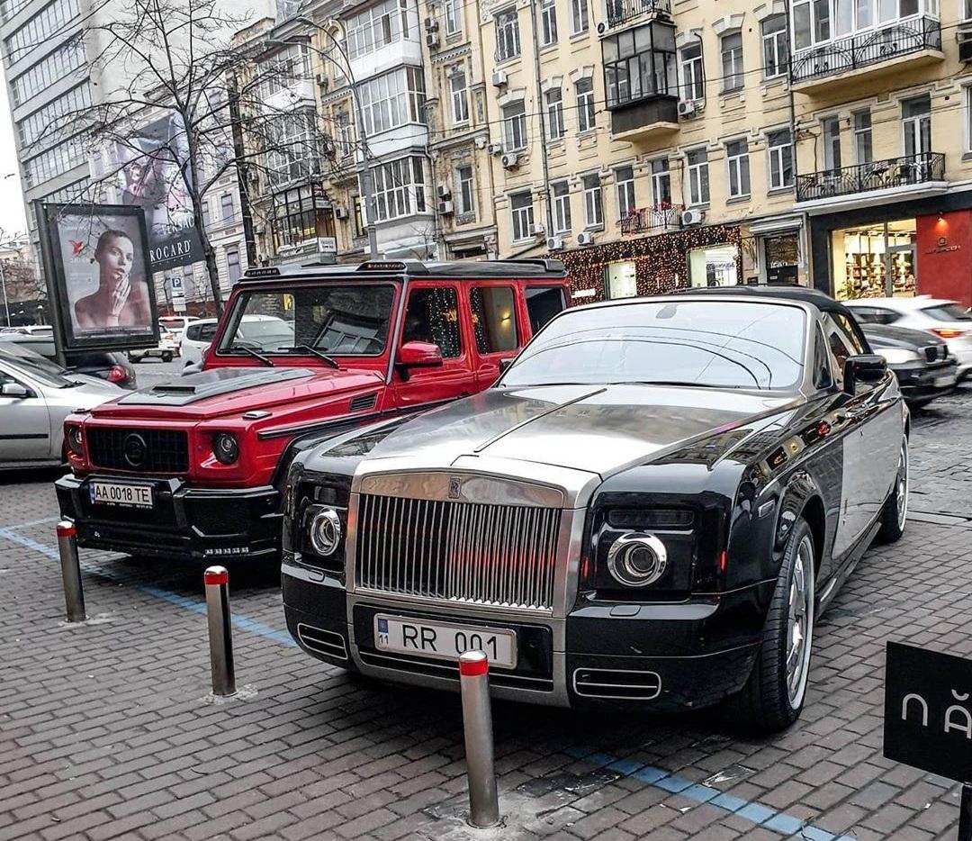 В Киеве заметили невероятный кортеж за полмиллиона долларов