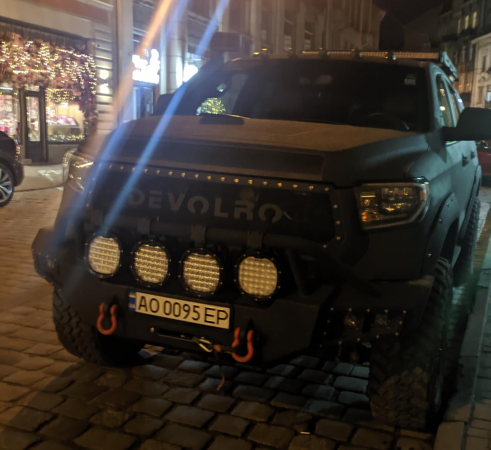 В Украине засняли безумный 520-сильный внедорожник Toyota