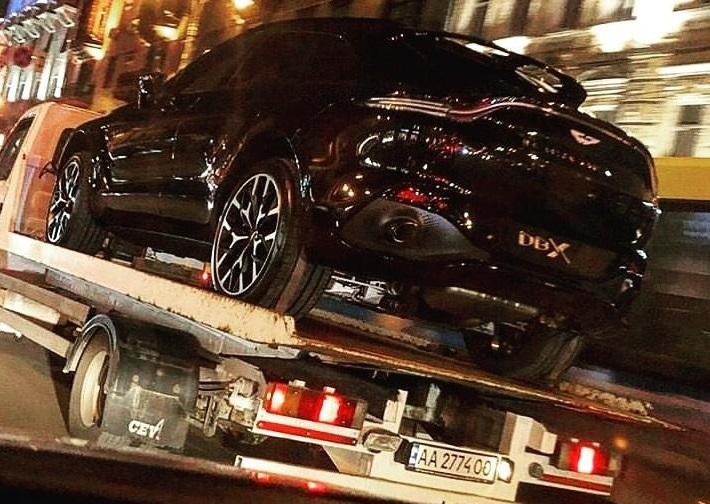 На украинских дорогах засняли новейший кроссовер Aston Martin DBX