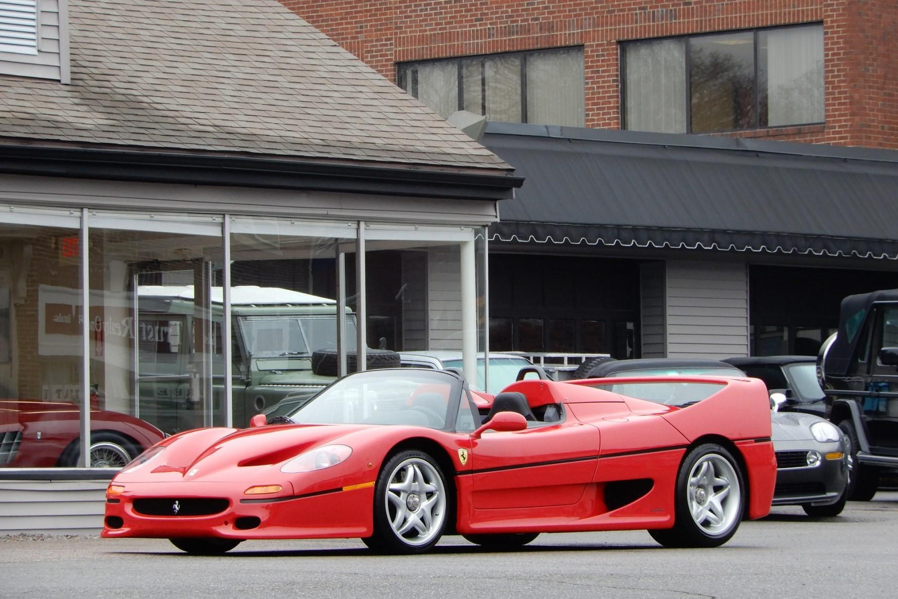 Культовый суперкар Ferrari продадут по цене шести Rolls-Royce