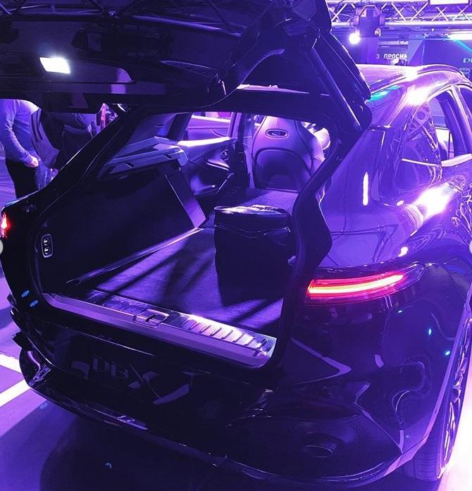 В Украине представили первый кроссовер Aston Martin