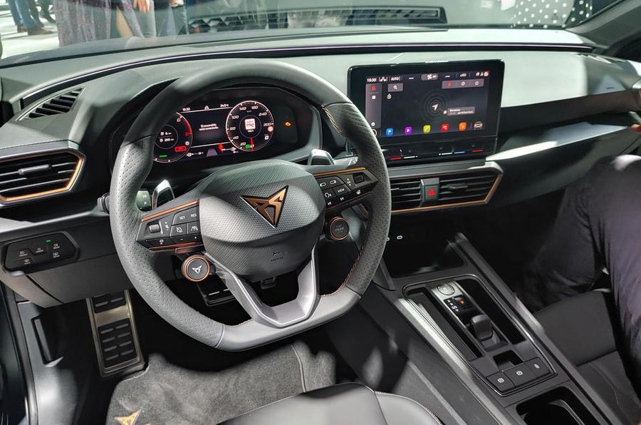 Cupra Leon: живые фото и подробности самого быстрого Seat в истории