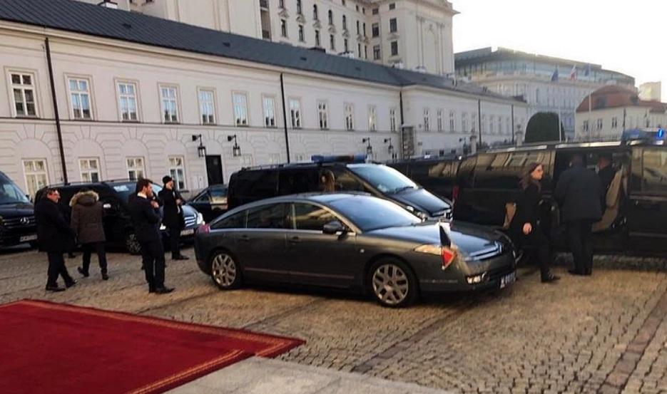 Бронированный президентский авто сломался во время заграничного визита