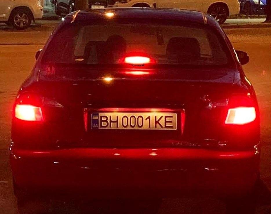 В Украине заметили Ланос с номерами по цене самого авто