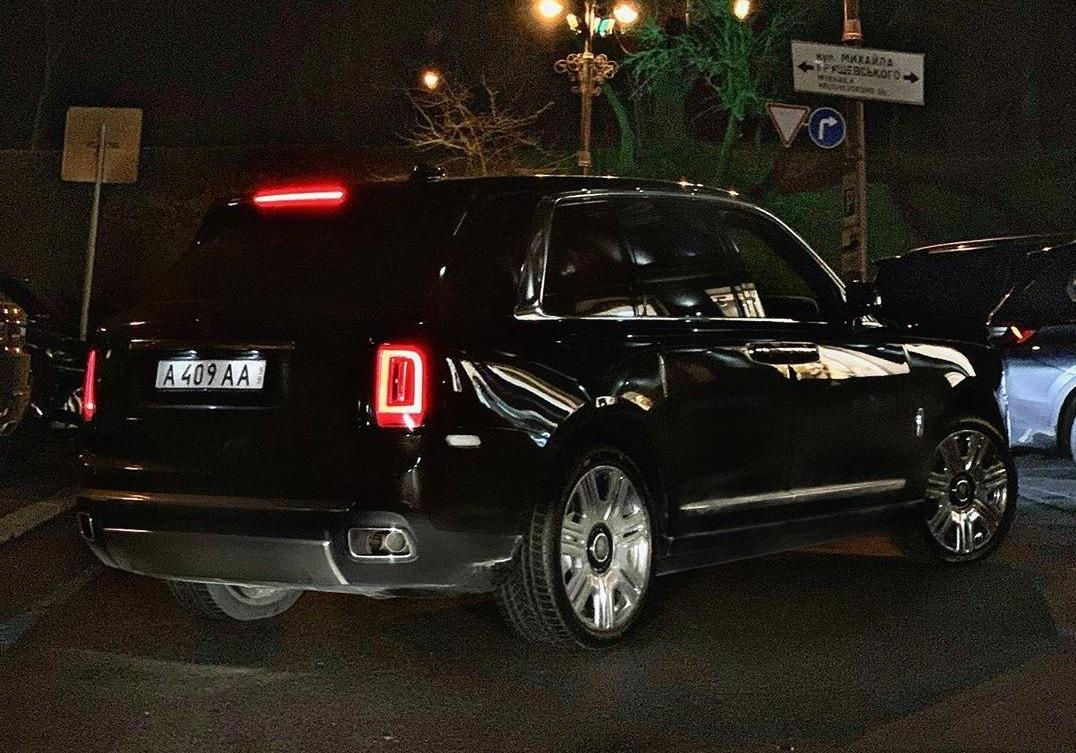 В Украине заметили внедорожник Rolls-Royce на шпионских номерах