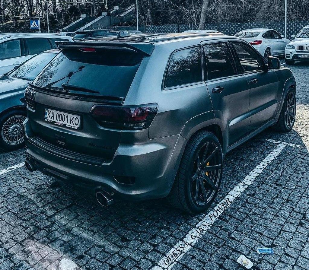 В Украине засняли сверхмощный тюнингованный Jeep Grand Cherokee