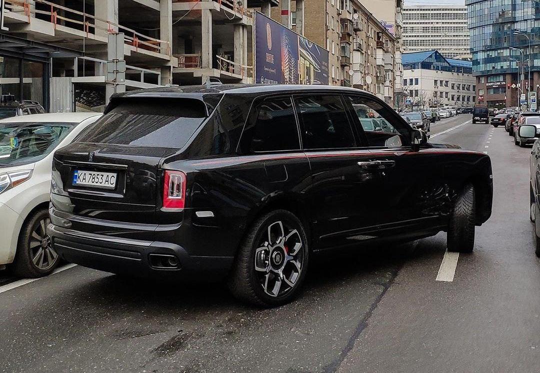 В Украине заметили эксклюзивный лимитированный внедорожник Rolls-Royce