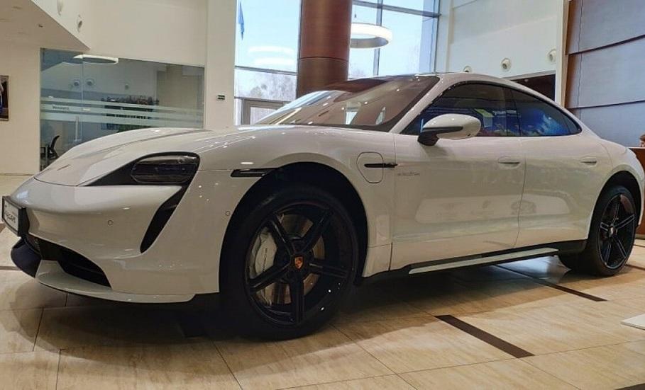 В Украину привезли новейшие электромобили Porsche