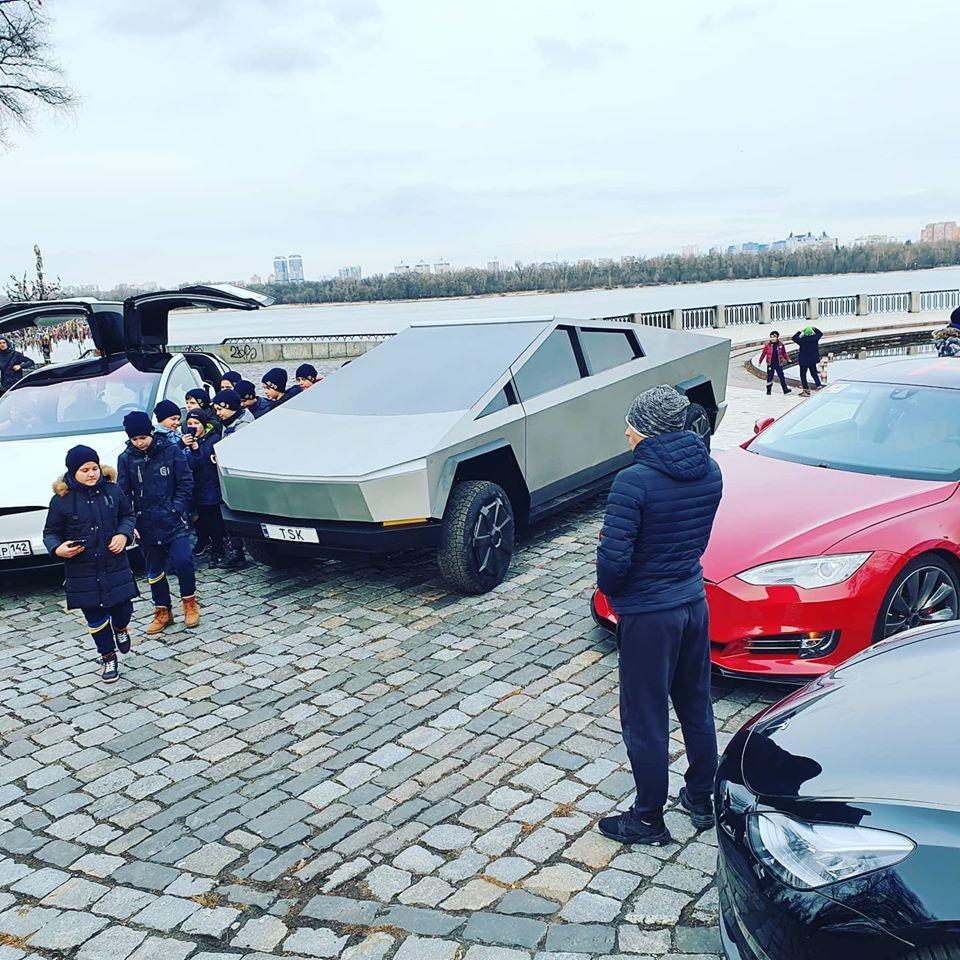В Киеве снова засветился новый пикап Tesla Cybertruck