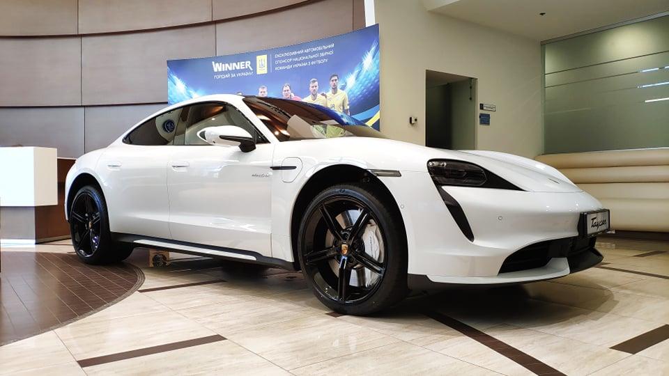 Электромобили Porsche Taycan в Украине раскупают как горячие пирожки
